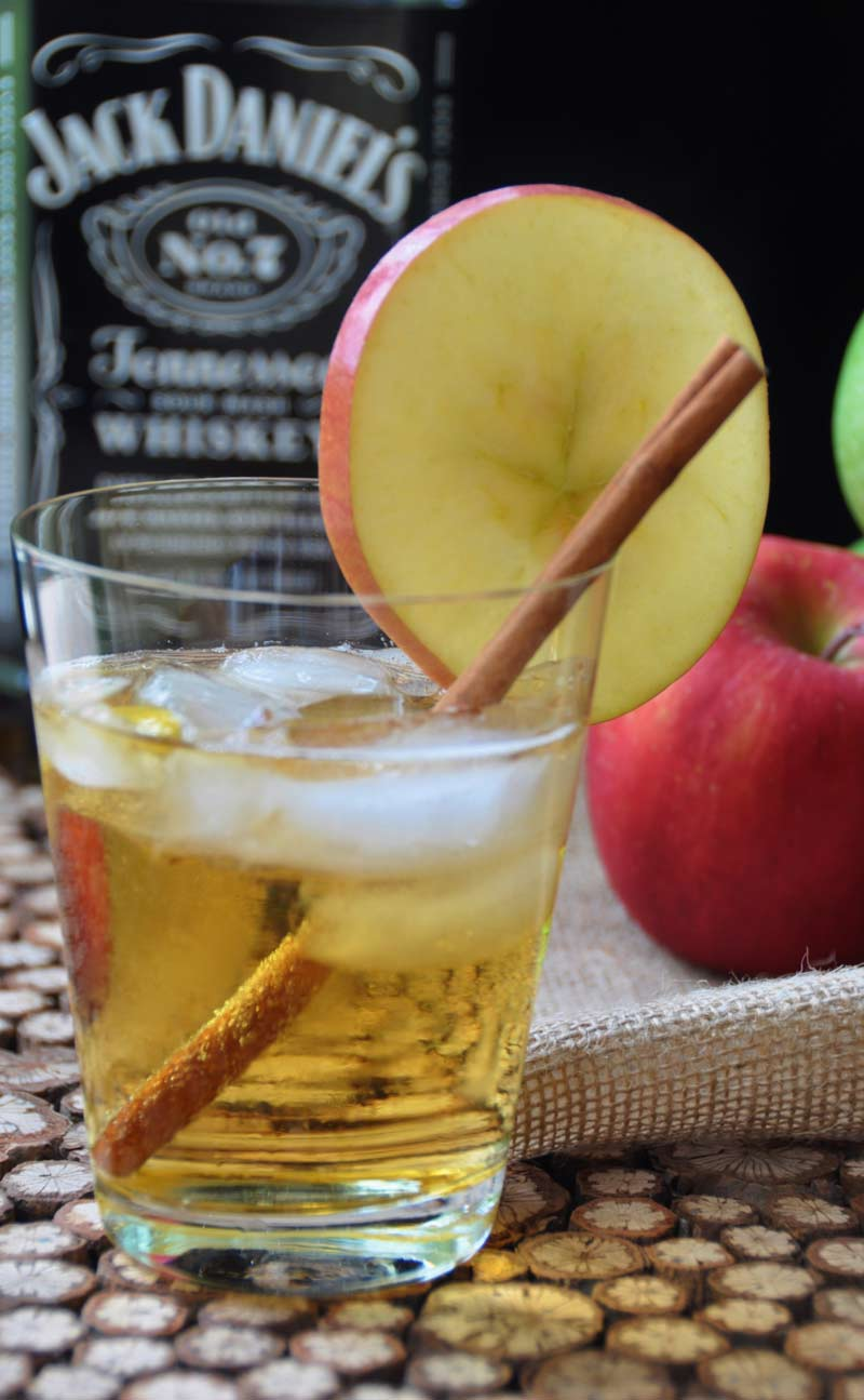 A refreshing blend of Jack Daniel's Whiskey and hard apple cider. The perfect fall cocktail recipe! www.veganosity.com