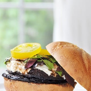 "Red Wine Portobello Burger with ""Mozzarella"""