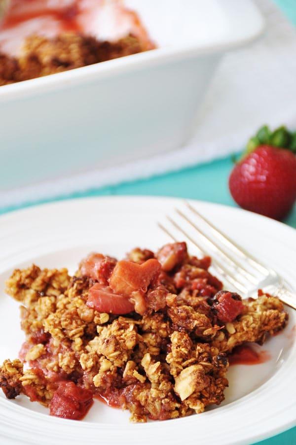 Vegan Gluten-Free Strawberry Rhubarb Crumble - Veganosity