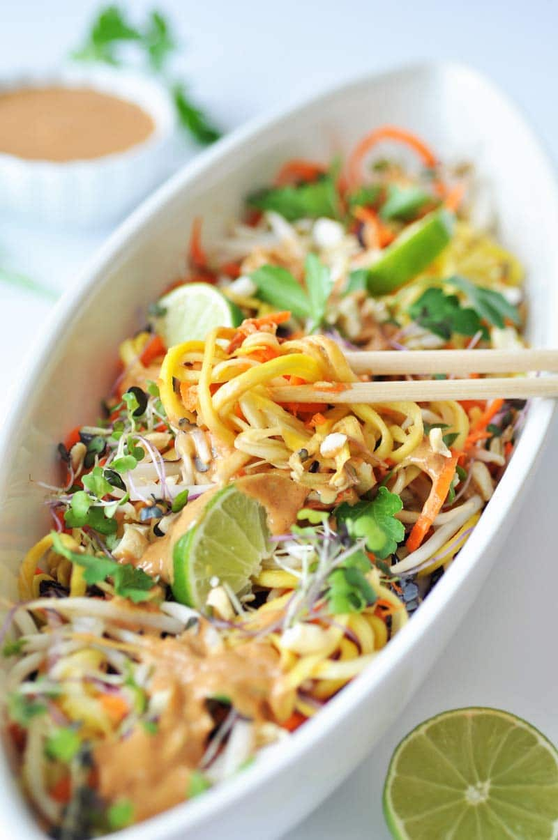 Raw Super Sprouts Pad Thai with a Spicy Peanut Sauce! This is the most ...
