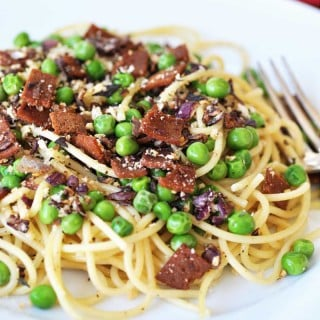 Simple and Easy Spaghetti with Vegan Bacon and Peas