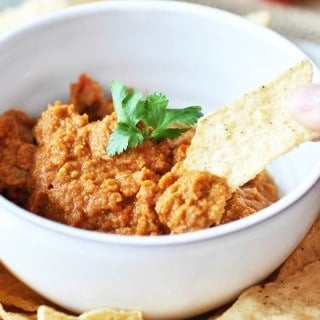 Spicy Oil-Free Mexican Hummus! This delicious and spicy recipe puts the flavors of Mexico in the traditional creamy dip of India. A crowd favorite! www.veganosity.com
