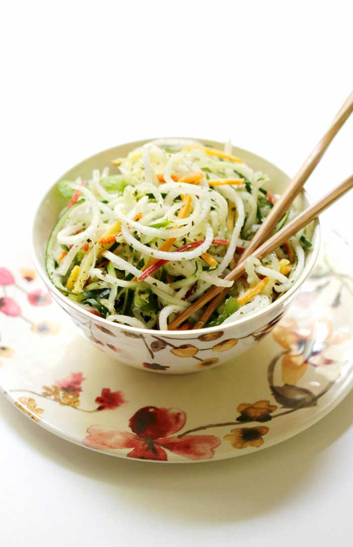 Raw-Spiralized-Thai-Salad from www.strengthandsunshine.com