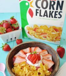 Vegan Strawberry Shortcake Smoothie Bowl! Make breakfast fun and lively with a healthy smoothie bowl made of strawberries, hemp seeds for energy, almond milk, coconut whipped cream, and Kellogg's Corn Flakes. Get the recipe at www.veganosity.com #ReimagineCereal #ad