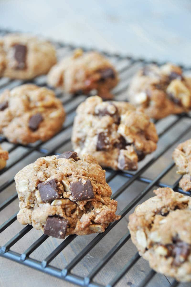 Crispy Vegan Chocolate Chunk Oatmeal Cookies Veganosity
