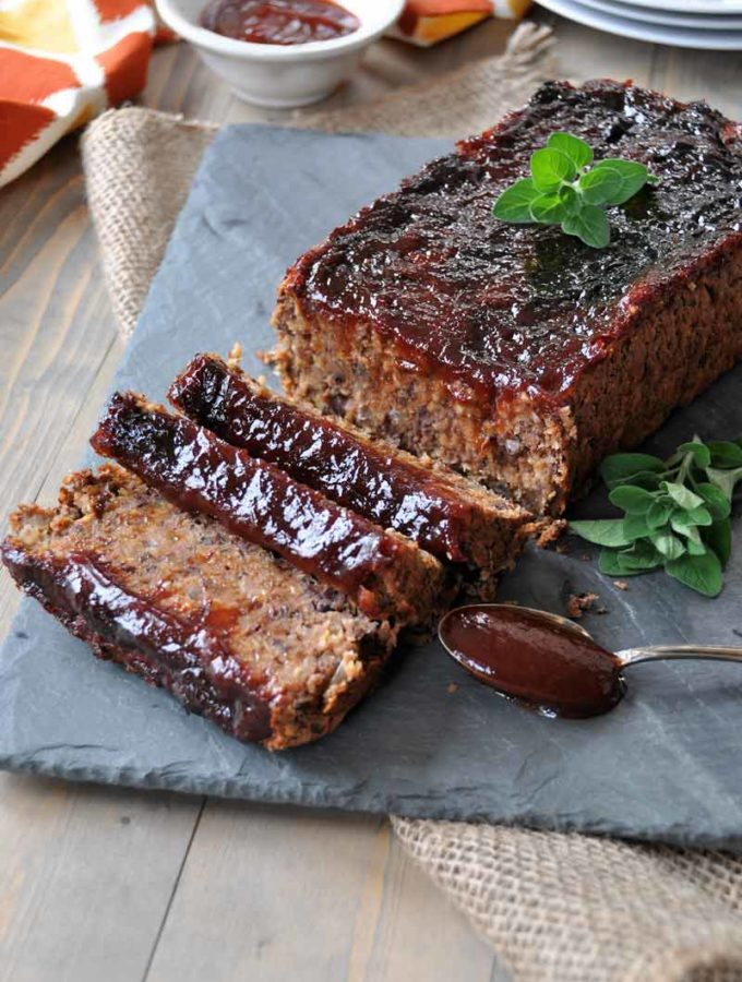 Vegan meatloaf that's soy-free, dairy-free, and egg-free, but it's full of smoky BBQ flavor. www.veganosity.com