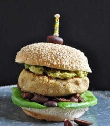 Hummus burgers! Classic hummus in the form of a tasty burger. Vegan and gluten-free