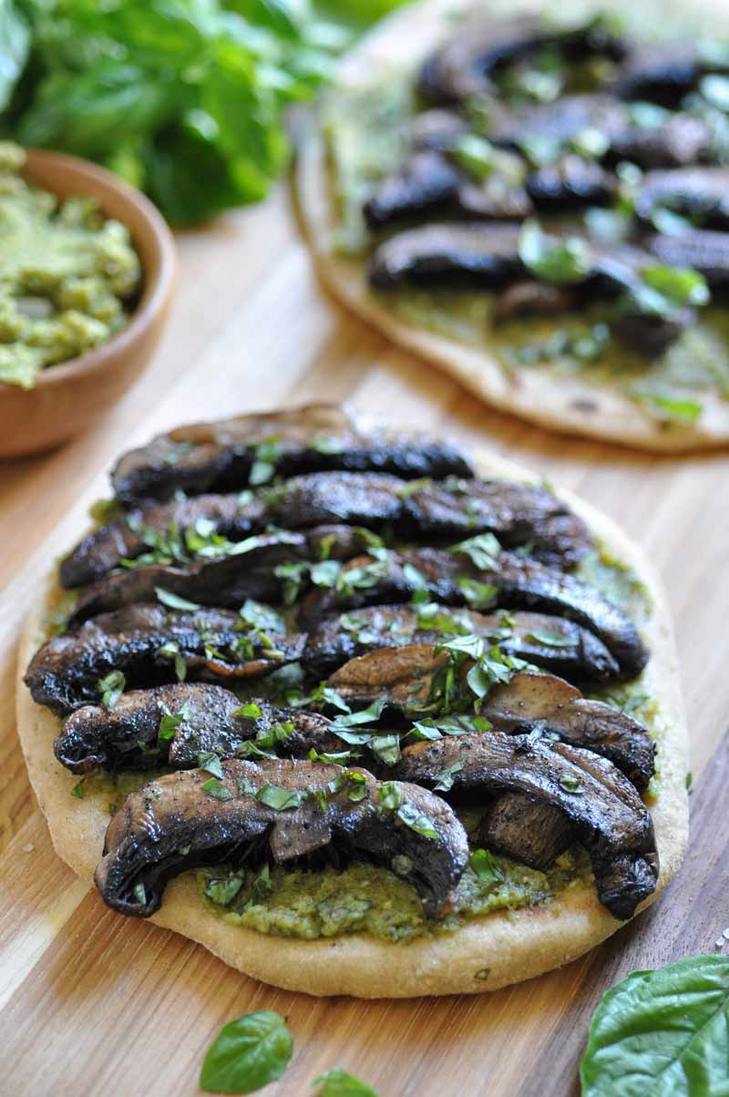 A quick and easy vegan pesto & Portobello mushroom flatbread. The perfect dinner or appetizer.