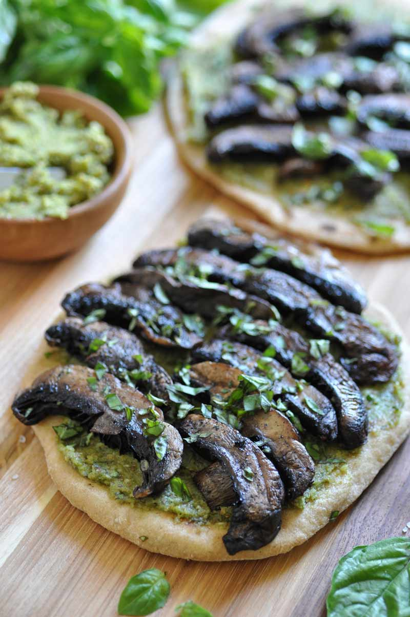 Vegan pesto & Portobello flatbread! A quick and easy dinner idea.