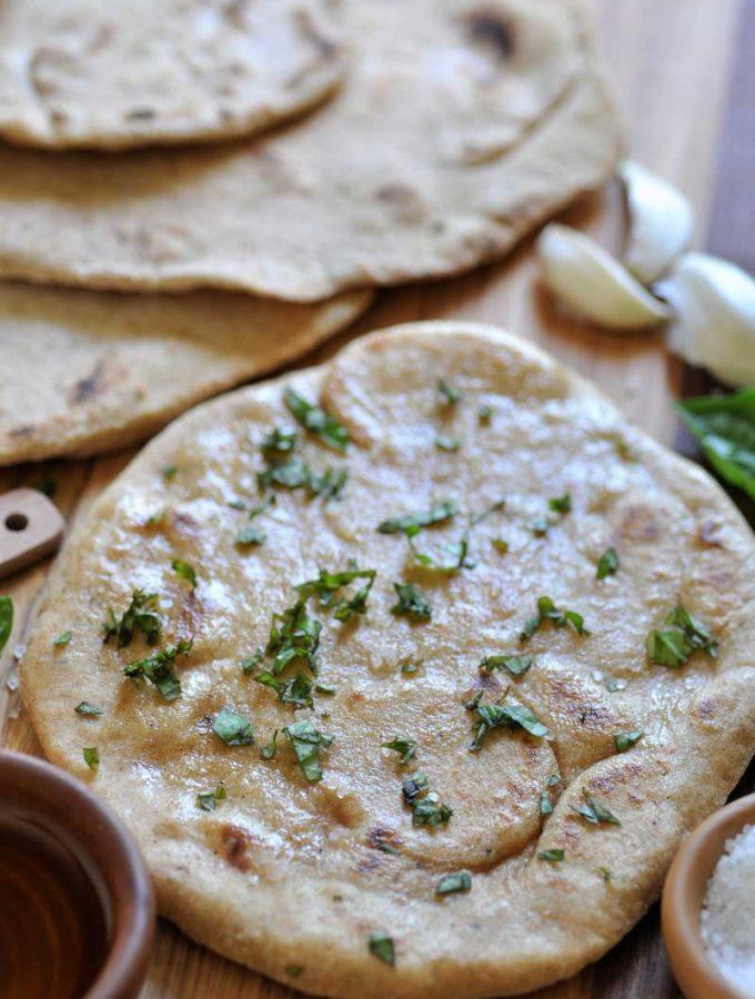 Easy and quick vegan yeast-free garlic flatbread!