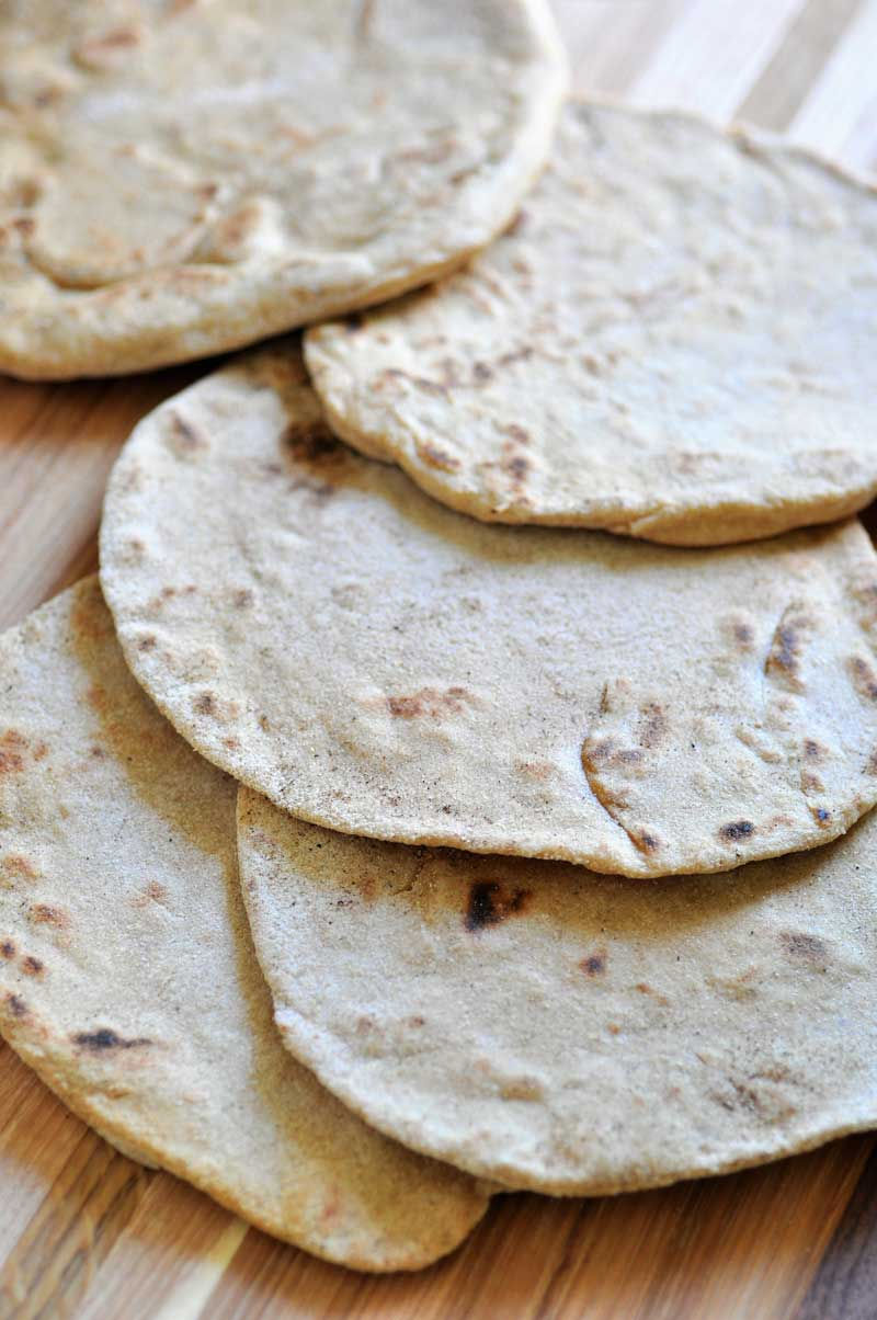 Yeast-free vegan flatbread. Only 6 ingredients and quick and easy.