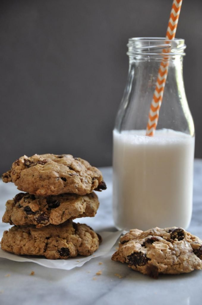 Soft vegan oatmeal raisin cookies. Gluten and refined sugar-free!