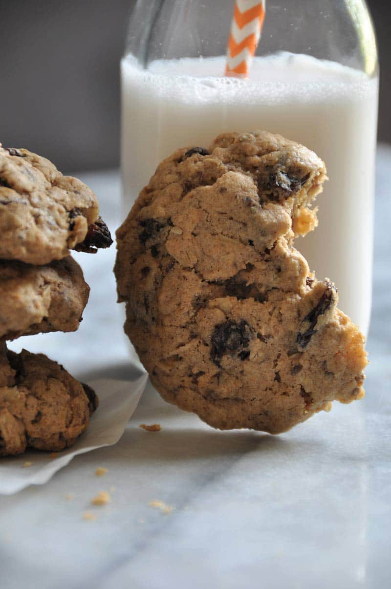 Easy and delicious vegan oatmeal raisin cookies. Gluten-free and refined sugar-free!