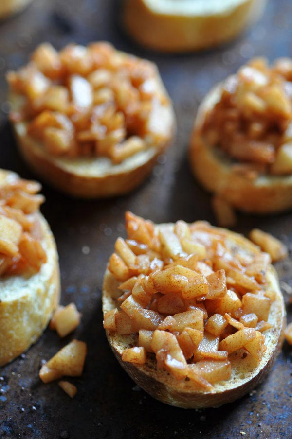 How to make Apple Cinnamon Dessert Bruschetta. A savory and sweet vegan apple dessert.