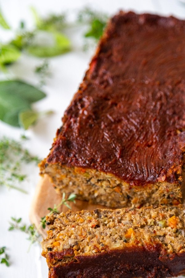 A lentil loaf with a slice of the loaf next to it.